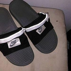Nike slides with fanty pack